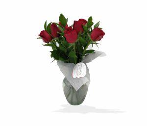 Arreglo floral en bouquet con rosas rojas de llégale con flores
