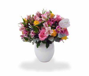 arreglo con rosas y astromelias de llégale con flores