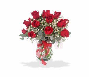 Bouquet con rosas rojas de llégale con flores